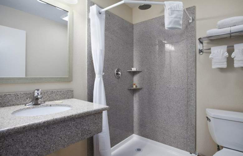 Days Inn Santa Maria - Room - 11