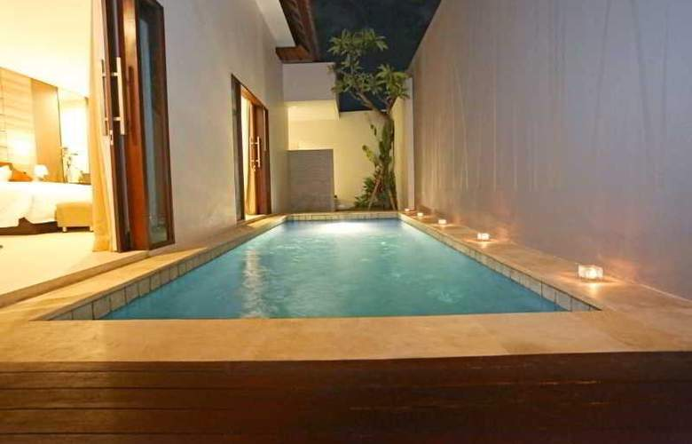 Uppala Villa & Spa Umalas - Pool - 21