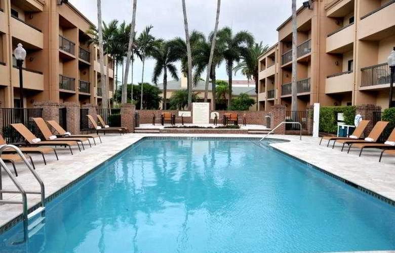 Courtyard by Marriott West Palm Beach - Pool - 2