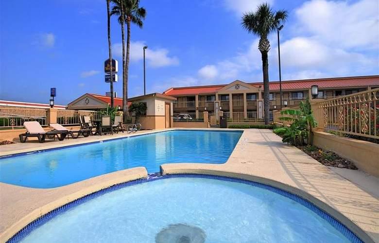 Best Western Kingsville Inn - Pool - 105