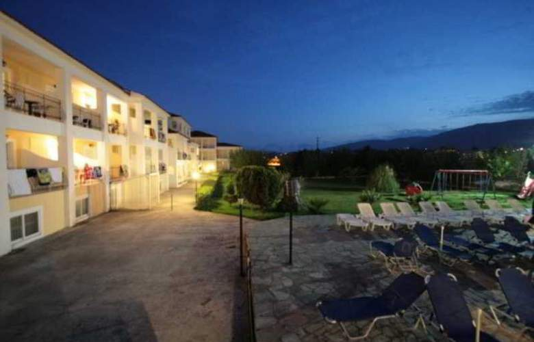 Village Inn - Hotel - 4