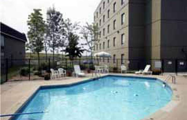 Quality Hotel & Suites Woodstock - Pool - 5