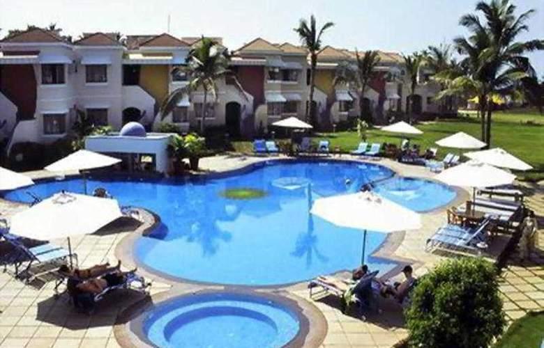 Royal Orchid Beach Resort & Spa - Pool - 4