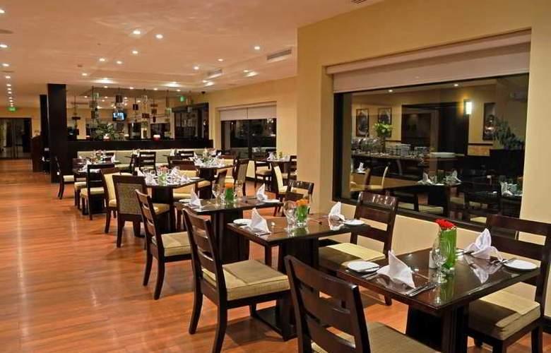 Hilton Garden Inn Liberia Airport - Restaurant - 41