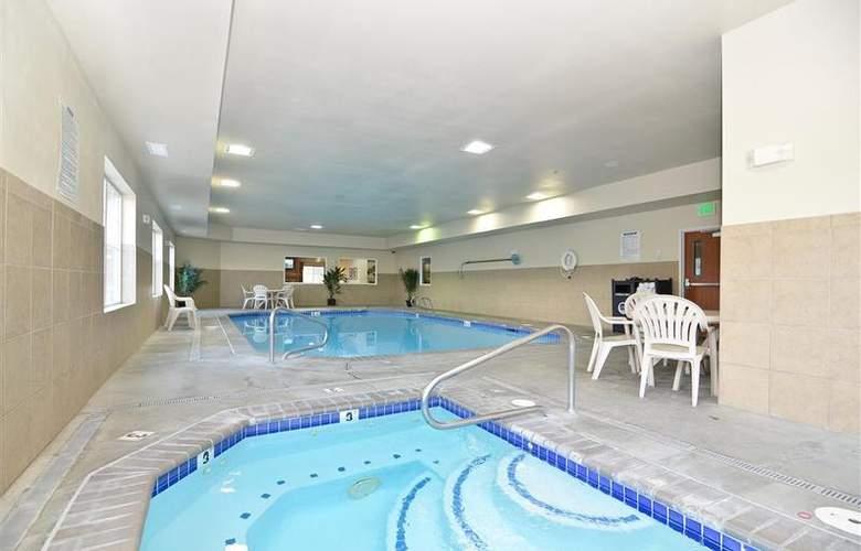 Best Western Peppertree Inn At Omak - Pool - 39