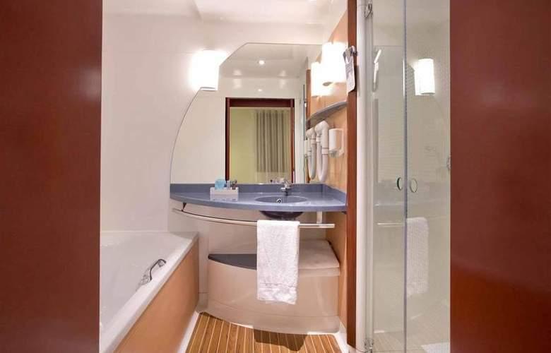 SuiteNovotel Calais Coquelles Tunnel sous LaManche - Room - 22