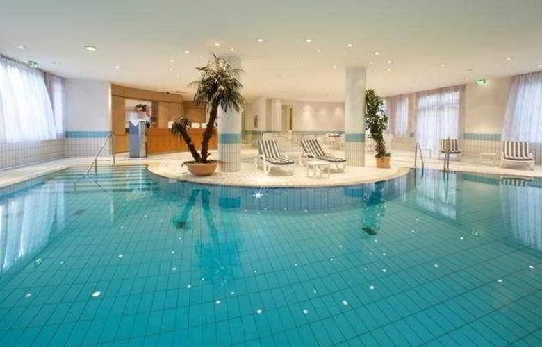 Pentahotel Leipzig - Pool - 5