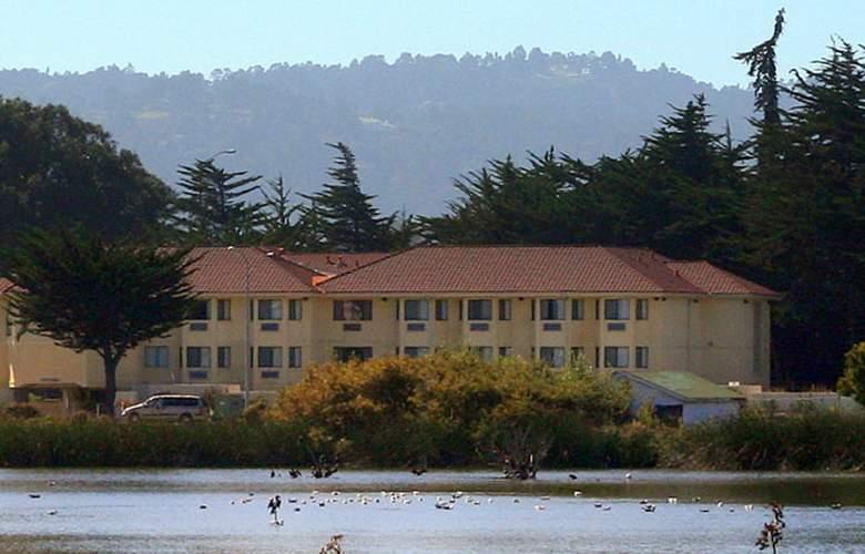 Hampton Inn Monterey - Building - 3