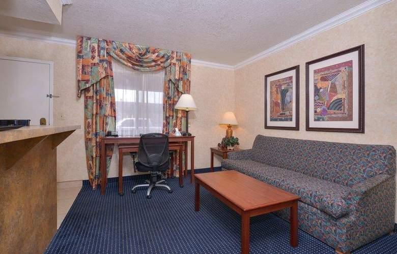 Best Western Plus Innsuites Phoenix Hotel & Suites - Room - 51