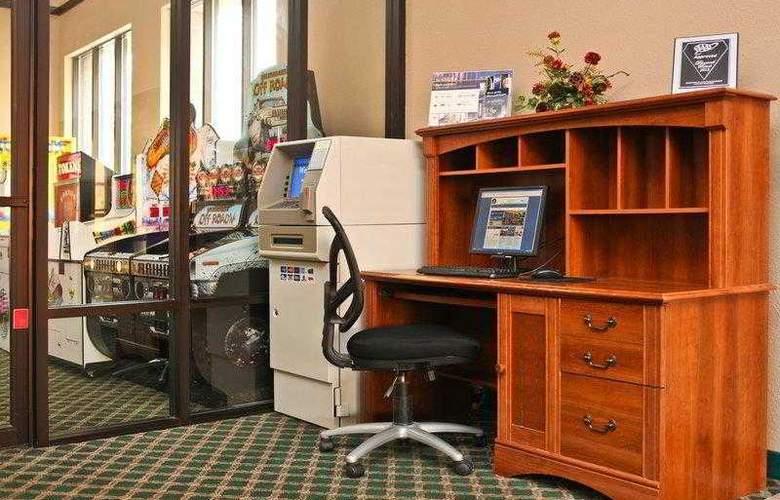Best Western Ambassador Inn & Suites - Hotel - 47