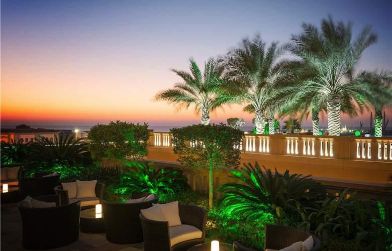 Sofitel Dubai Jumeirah Beach - Terrace - 9