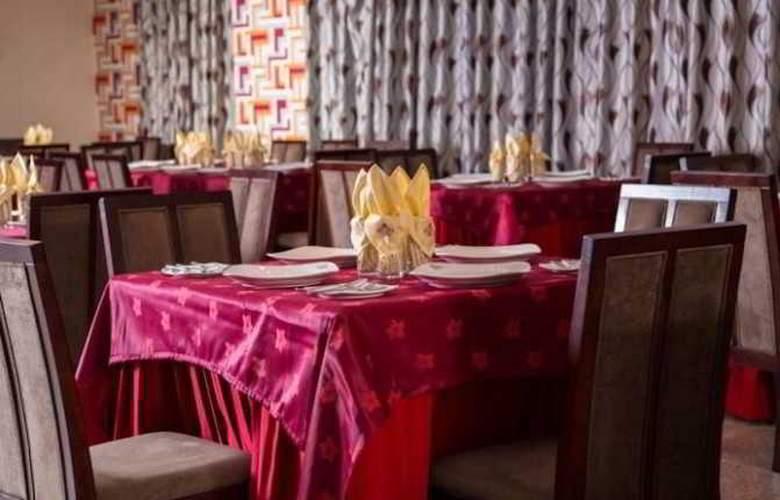 Elegance Castle Hotel - Restaurant - 30