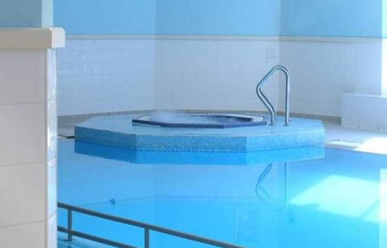 Swindon Marriott - Pool - 9