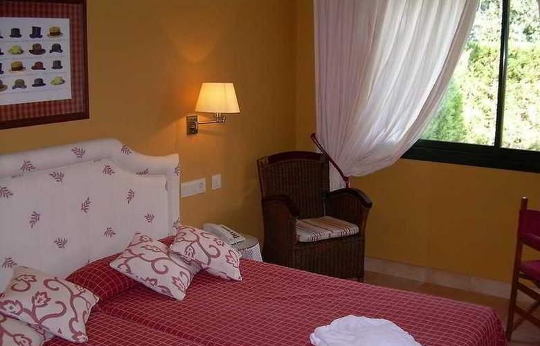 Suites Vila Birdie - TorreMirona - Room - 1