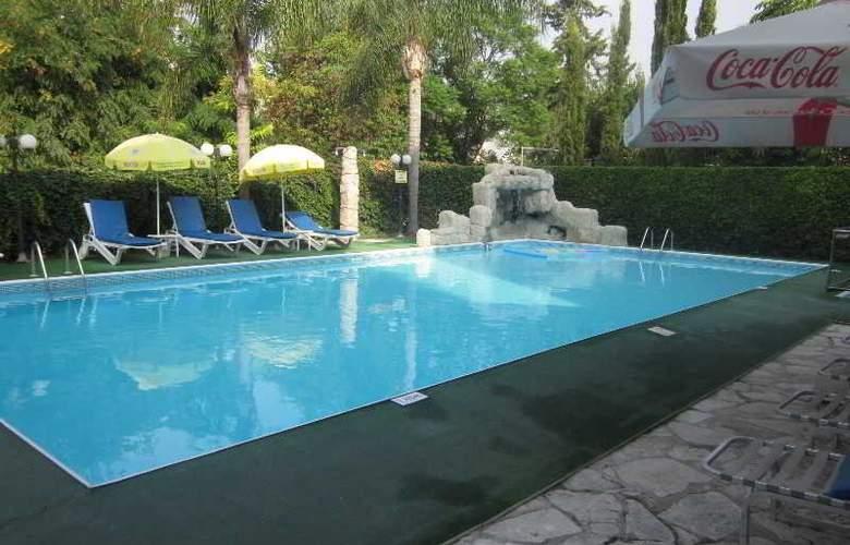 Estella Apartments - Pool - 11