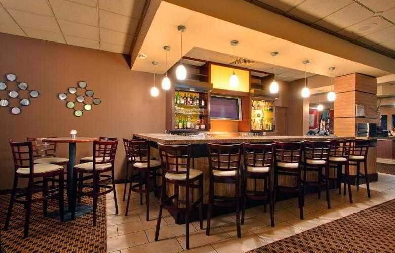 Holiday Inn Calgary Macleod Trail South - Bar - 26