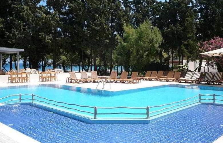 Medis - Pool - 6