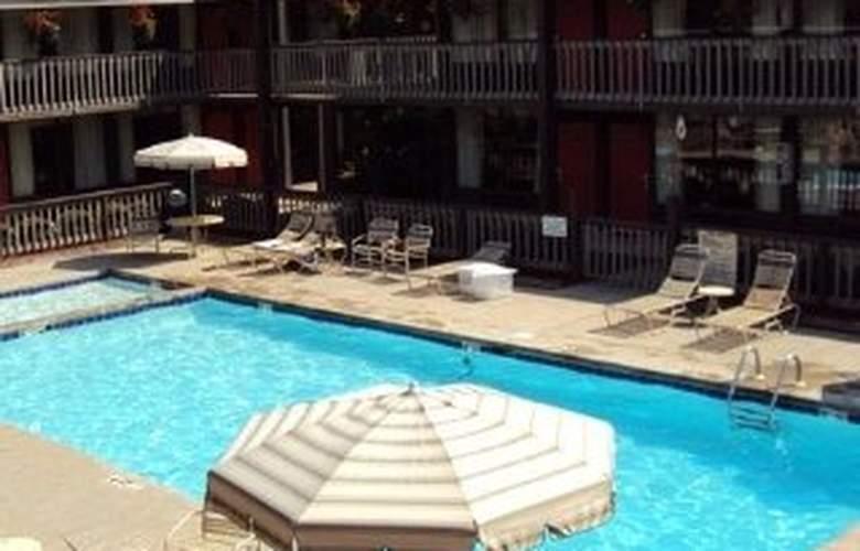 Magnuson Hotels Great Smokies Inn - Pool - 5