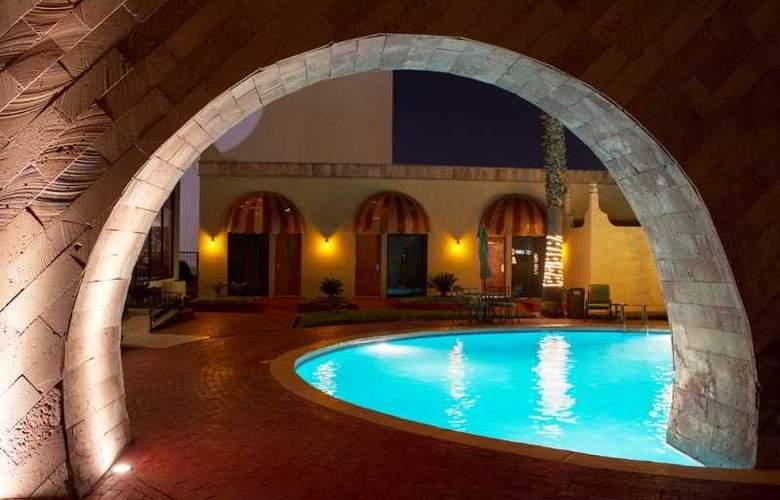 Lucerna Ciudad Juarez - Pool - 15