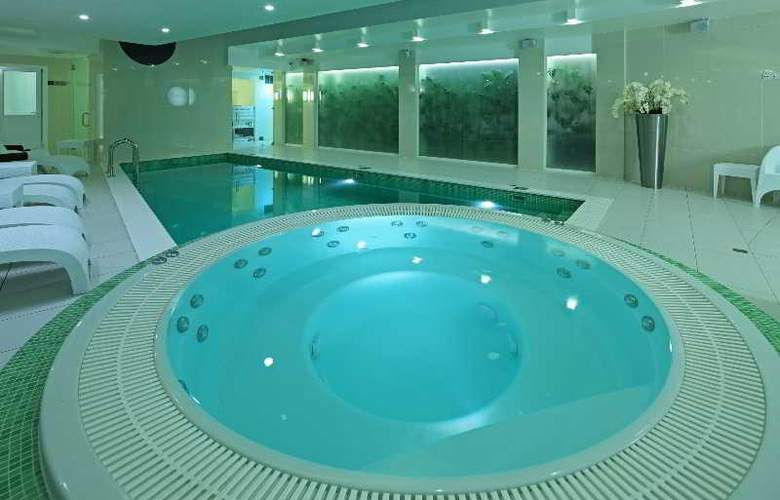 Wellton Centrum Hotel & SPA - Pool - 2