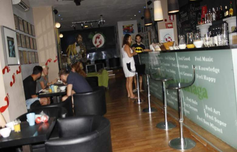 Feel Hostel Soho Malaga - Bar - 4