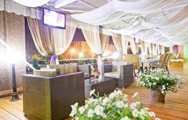 Benefit Plaza - Terrace - 12