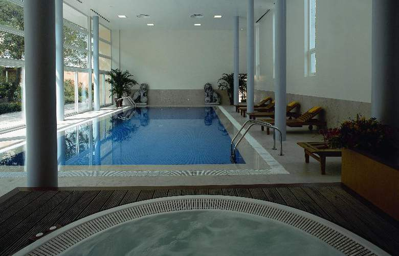 Pestana Palace Hotel and National Monument - Pool - 25