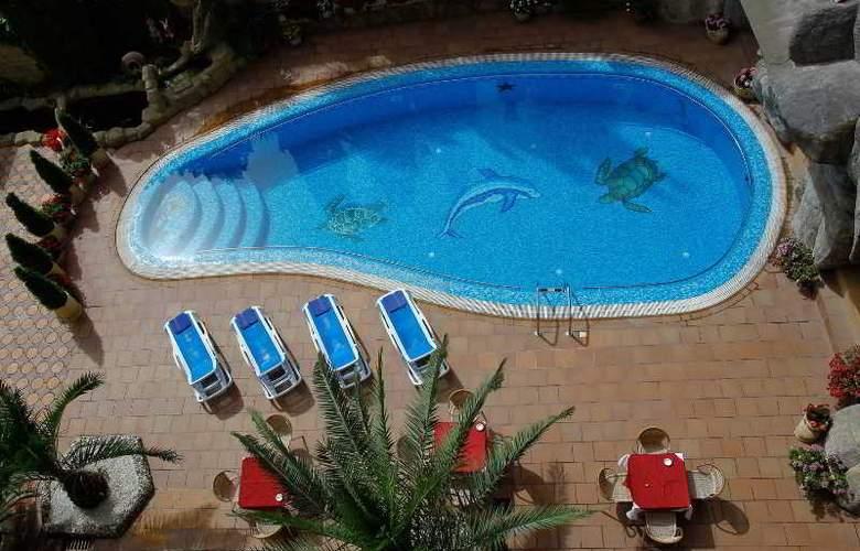 Chebotaryov Hotel - Pool - 2