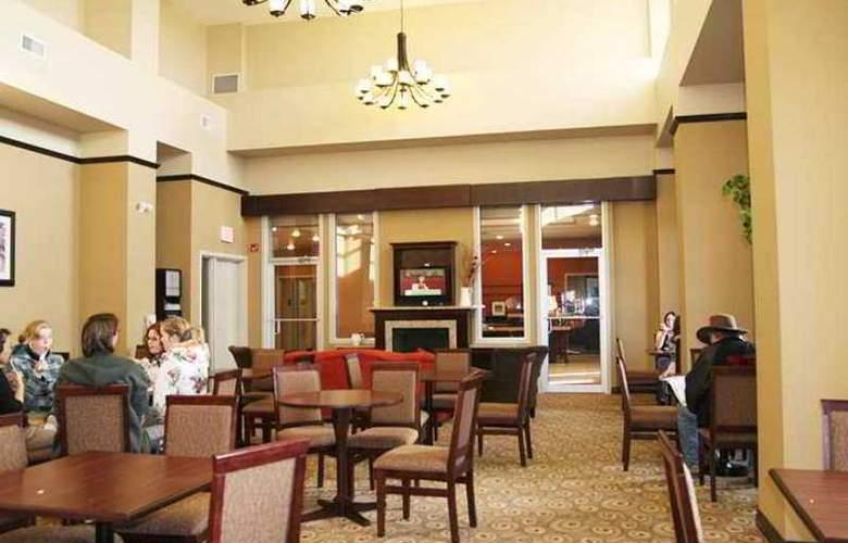 Hampton Inn & Suites by Hilton Edmonton - Hotel - 3