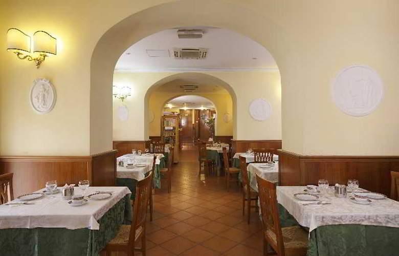Hiberia Hotel - Restaurant - 6