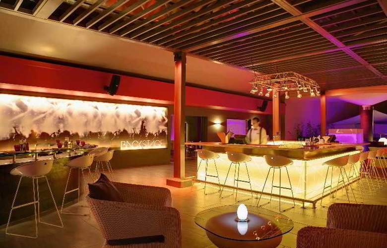 Hennessy Park Hotel - Bar - 6
