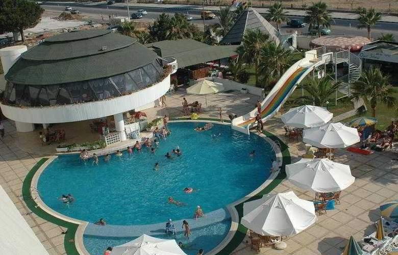 Drita - Pool - 3