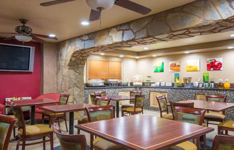 Quality Inn & Suites Near The Border - Restaurant - 47