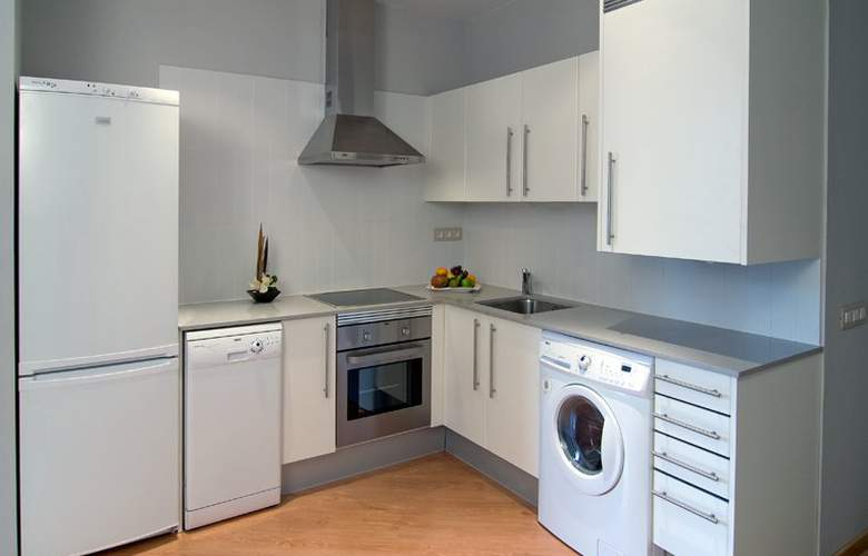 Amister Apartamentos - Room - 6