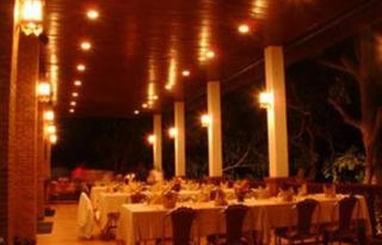 Golden Pai & Suite Resort Mae Hong Son - Restaurant - 10