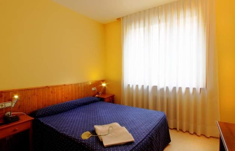 Isabel de Segura - Room - 7