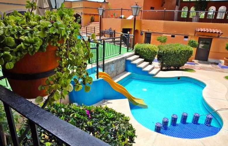 La Abadia Plaza - Pool - 19