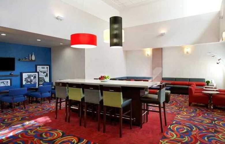 Hampton Inn Anaheim - Hotel - 3