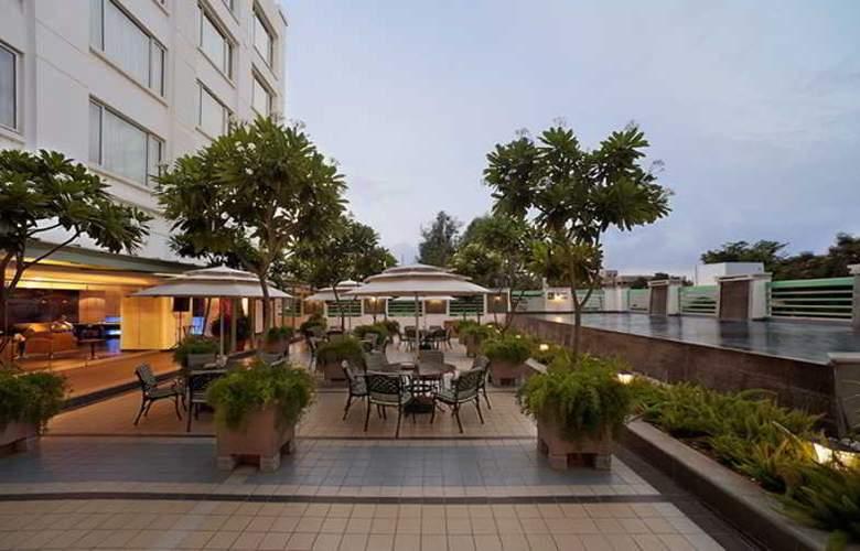 Radha Regent Bangalore - Hotel - 13