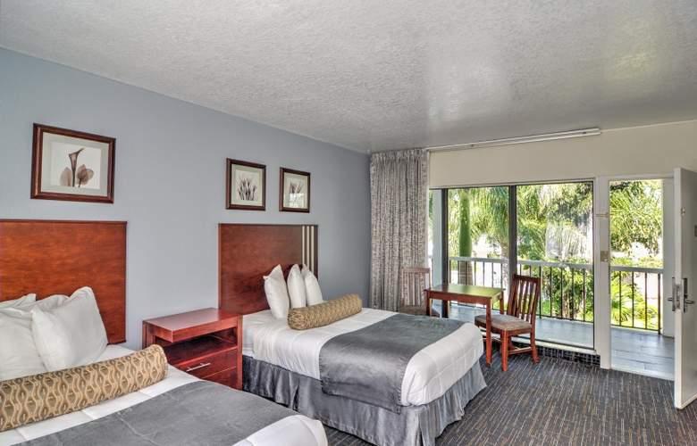 The Beachcomber Hotel & Resort - Room - 10