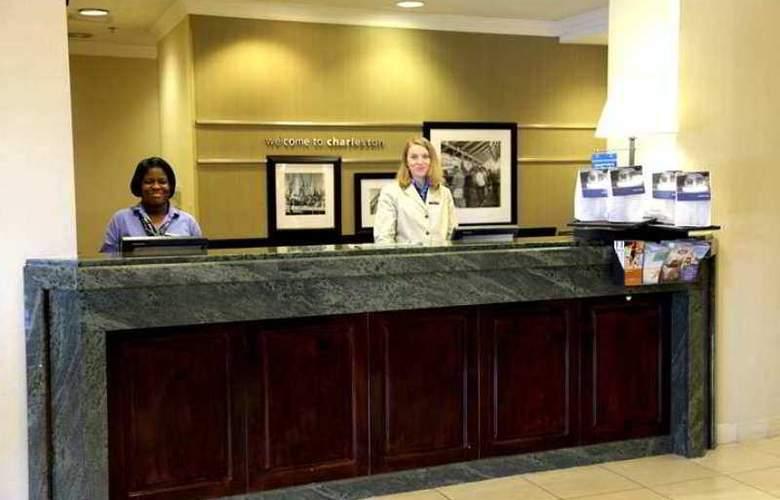 Hampton Inn Charleston-North - Hotel - 1