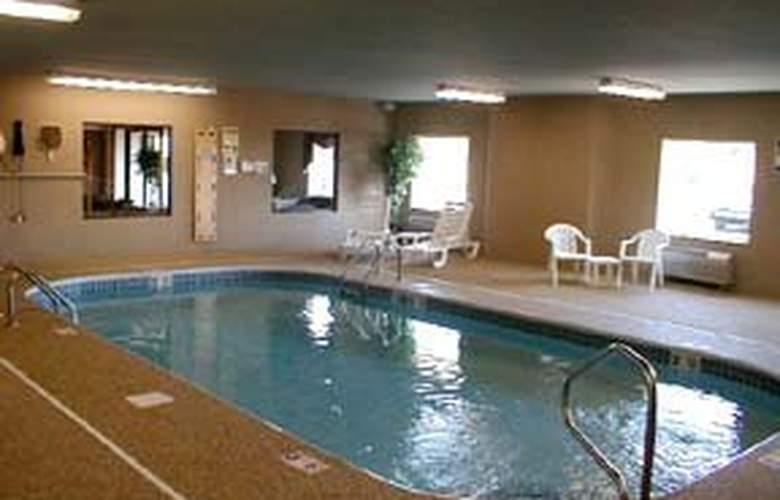 Sleep Inn & Suites (Milan) - Pool - 3