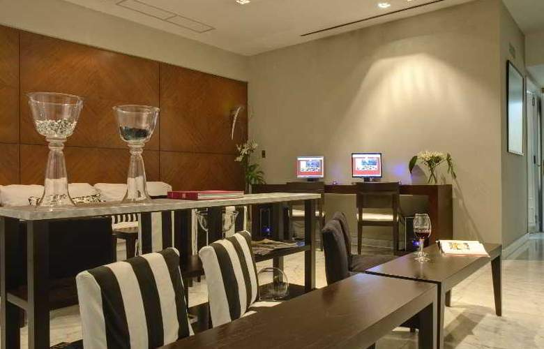 Broadway Hotel & Suites - Bar - 9