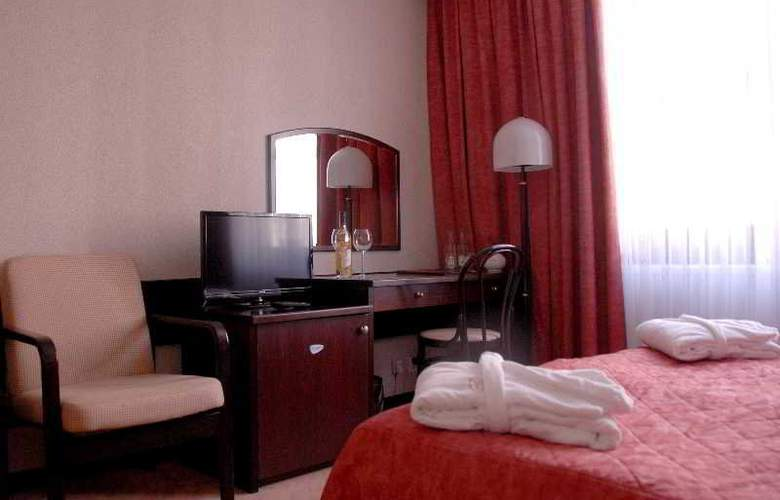 Demel - Room - 12