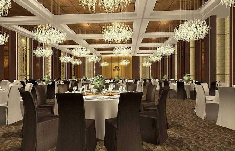 Doubletree by Hilton - Restaurant - 8