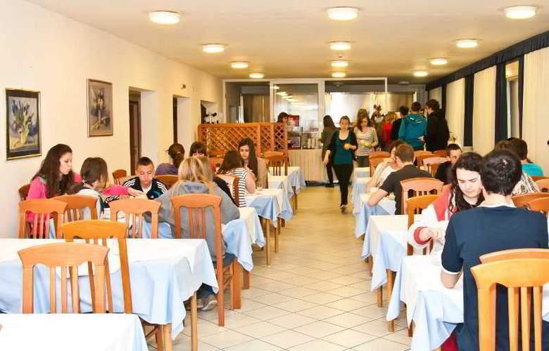 Omladinski Hostel - Restaurant - 2