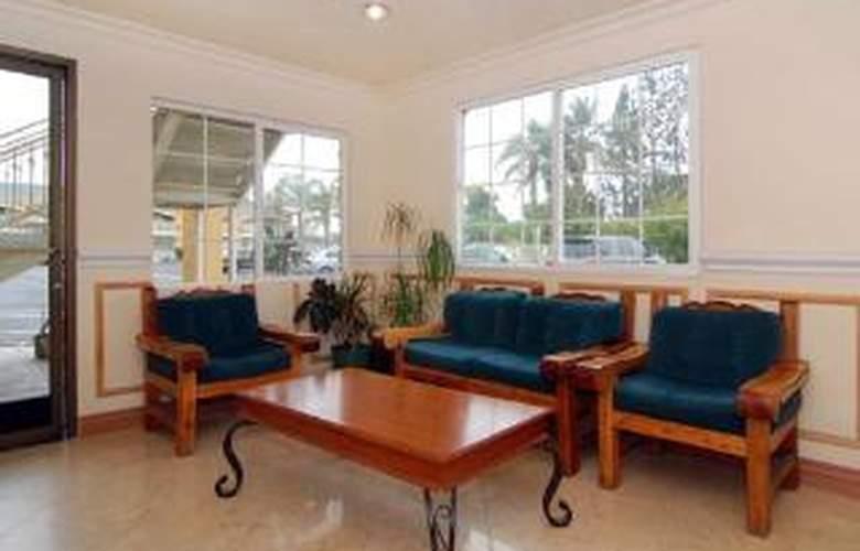 Econo Lodge Inn & Suites - General - 2