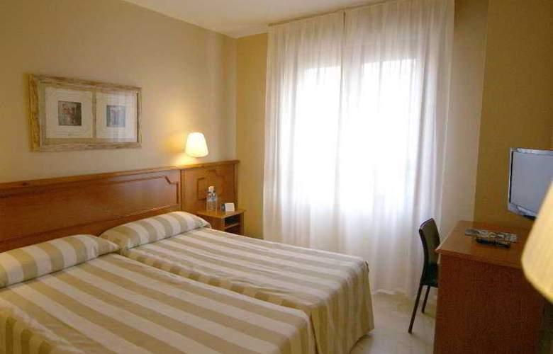 Pamplona Plaza - Room - 3