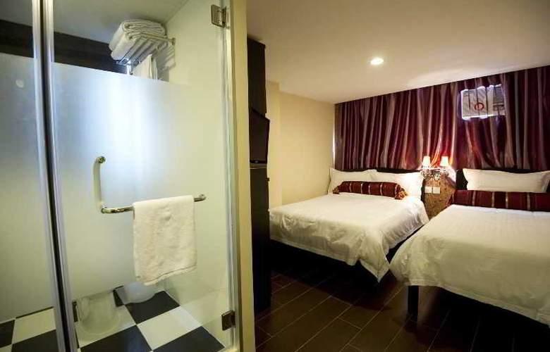 California Hotel - Room - 11