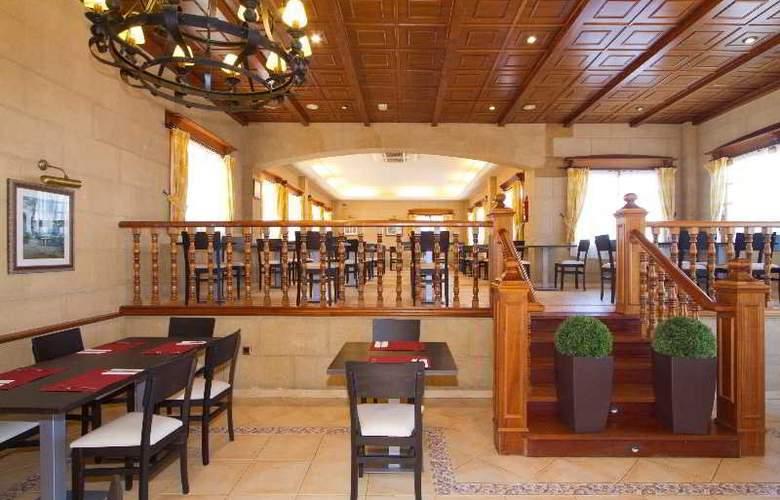 Ereza Dorado Suites - Restaurant - 20
